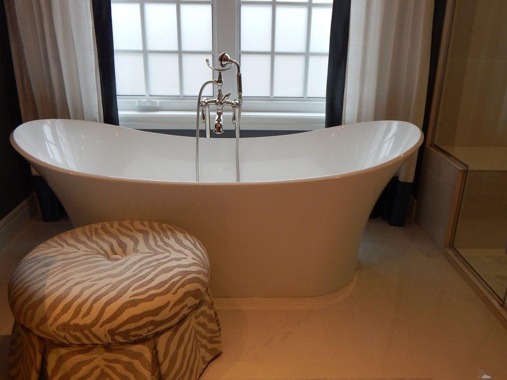 Comment bien choisir sa baignoire ? – Plombiers Versaillais